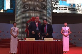 Председатель наблюдательного совета Московской биржи Алексей Кудрин и генеральный директор Шанхайской фондовой биржи Хуан Хунъюань после подписания меморандума о сотрудничестве бирж